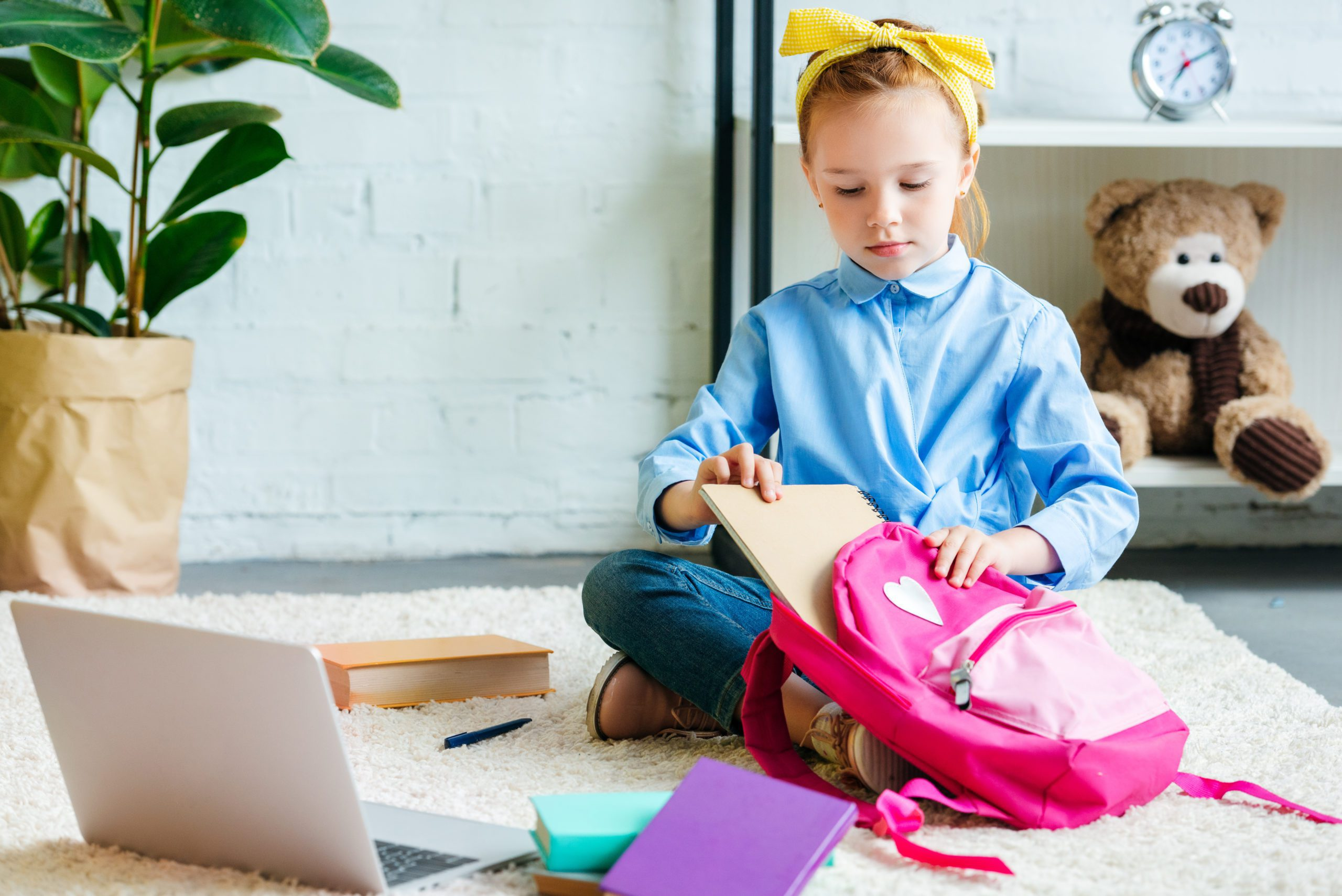 Here are five ways to help raise tech savvy kids. Teach your kids responsibility and the value of work without sacrificing the benefits of the digital age. #parenting #technology #digital #parentingtips