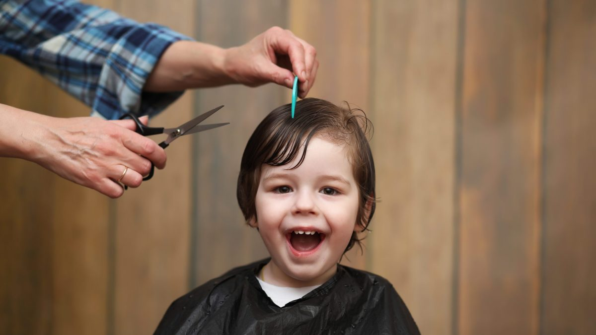 Everyone wants their child's first hair cut to be a success and no tears.  Check out these tips for surviving your baby's first haircut. #parentingtips #parentingadvice #parenting #baby #babyfirsthaircut