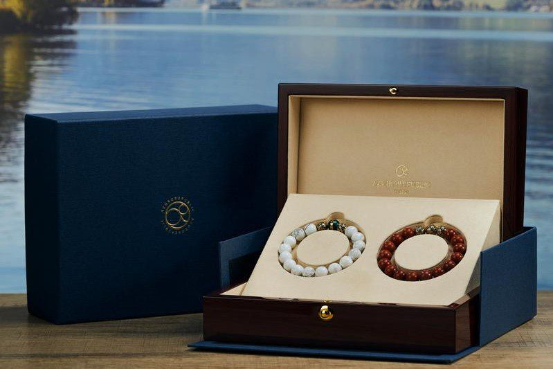 Even with the demand for men wanting to look better has increased, we still could not find enough content and tips for men. So let's check out our review of the Best Brands for Men to Wear a Bracelet in Style