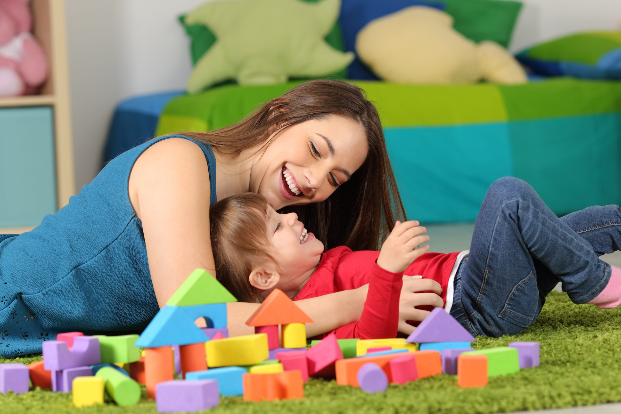 Which is better, daycare or nanny? When searching for someone you trust to watch your child, it's essential to consider all your options! #parenting #childcare #baby #nanny #daycare
