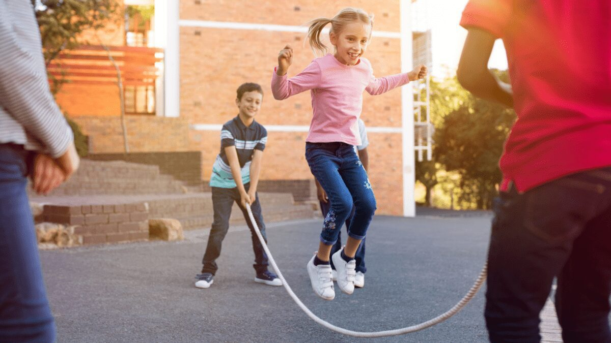 Check out these 25 outdoor games you can play with your children today! Simple outdoor activities for kids that they will love!